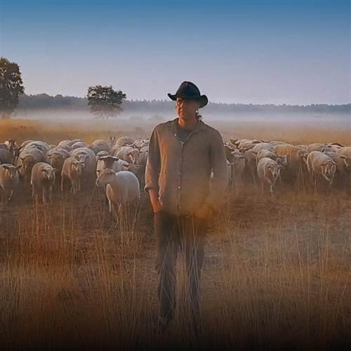 Jeden svet: Posledný pastier (Schapenheld)