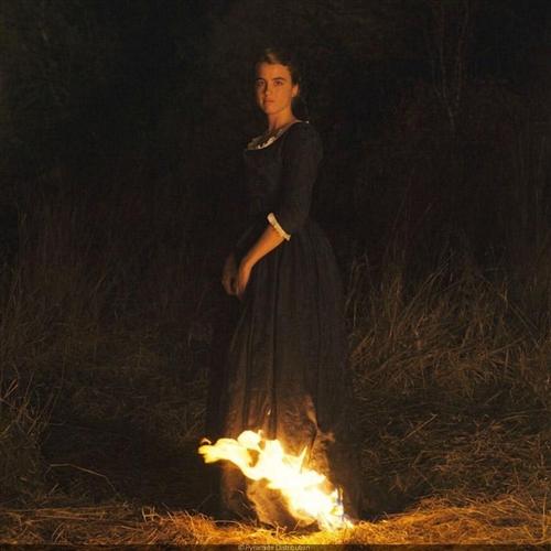 Portrét ženy v plameňoch (Portrait de la jeune fille en feu)